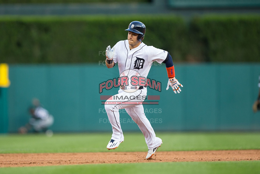 Jose Iglesias (1) of the Detroit Tigers hustles towards third base against the Chicago White Sox at Comerica Park on June 2, 2017 in Detroit, Michigan.  The Tigers defeated the White Sox 15-5.  (Brian Westerholt/Four Seam Images)