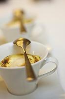 Europe/France/Provence -Alpes-Cote d'Azur/83/Var/Bandol: Sabayon de fruits rouges et glace pistache, recette de Bruno Chastagnac du restaurant: Les Oliviers à l' Hôtel Ile Rousse,