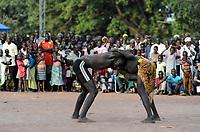 SOUTH SUDAN, Lakes State, village Mapourdit, Dinka celebrate harvest festival with wrestling / SUED-SUDAN  Bahr el Ghazal region , Lakes State, Dorf Mapourdit , Dinka feiern ein Erntedankfest mit traditionellen Taenzen und Ringkaempfen