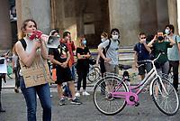 Fridays for future, bike strike dal Colosseo al Pantheon