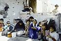 Irak 1991   Le retour des réfugiés:  la vie au milieu des ruines   Iraq 1991.Kurdish refugees coming back,near Haj Omran, living in the ruins