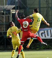 BOGOTA - COLOMBIA – 06-12-2015: Kevin Balanta (Izq.) jugador de Fortaleza FC, disputa el balón con Carlos Giraldo (Der.) jugador de Atletico Bucaramanga, durante partido de ida de la final del Torneo Aguila II entre Fortaleza FC y Atletico Bucaramanga, jugado en el estadio Metropolitano de Techo de la ciudad de Bogota. / Kevin Balanta (L) player of Fortaleza FC, figths for the ball with Carlos Giraldo (R) player of Atletico Bucaramanga, during a match for the first leg for  the  final of the Torneo Aguila II between Fortaleza FC and Atletico Bucaramanga,  played at the Metropolitano de Techo stadium in Bogota. Photo: VizzorImage / Luis Ramirez / Staff.