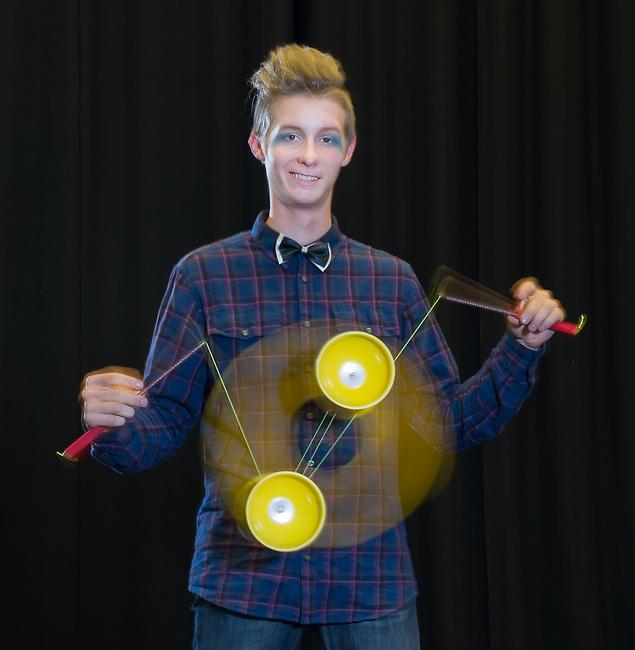Cirkus cirkör. Elev från cirkusgymnasiet. Botkyrka kommun.