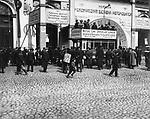 At the entrance to the Mikhailovsky Manege on the first automobile exhibition. St. Petersburg. May 12, 1907. / У входа в Михайловский манеж на Первую автомобильную выставку. Санкт-Петербург. 12 ма 1907.