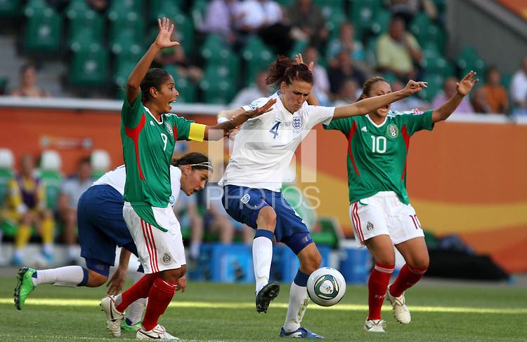 Wolfsburg , 270611 , FIFA / Frauen Weltmeisterschaft 2011 / Womens Worldcup 2011 , Gruppe B  ,  .England - Mexico .Jill Scott (England) gegen Maribel Dominguez und Dinora Garza (beide Mexico) .Foto:Karina Hessland .