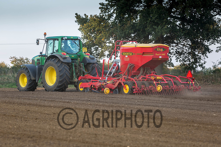 Drilling Winter Barley Autumn 2013 into dry seedbeds <br /> Picture Tim Scrivener 07850 303986