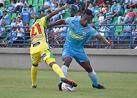 MONTERÍA - COLOMBIA, 13-10-2018:Pablo Rojas(Der.)  jugador de  Jaguares de Córdoba y Kevin Salazar (Izq.)jugador del Atlético Huila  durante partido por la fecha 14 de la Liga Águila II 2018 jugado en el estadio Municipal Jaraguay de Montería . /Action game between  Jaguares of Cordoba and Atletico Huila during the match for the date 14 of the Liga Aguila II 2018 played at Municipal Jaraguay Satdium in Monteria City . Photo: VizzorImage /Andrés Felipe López  / Contribuidor.