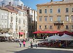 Croatia, Istria, Pula: restaurants in Forum square | Kroatien, Istrien, Pula: Restaurants auf dem Forum-Platz