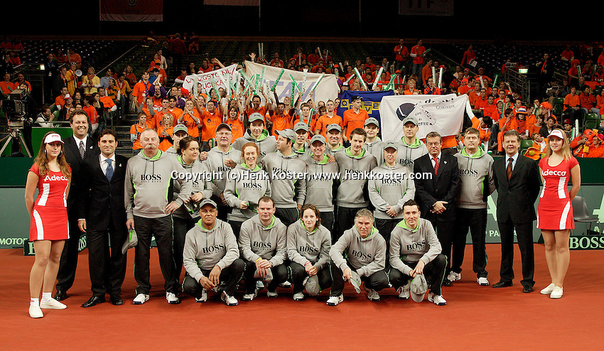 12-2-06, Netherlands, tennis, Amsterdam, Daviscup.Netherlands Russia, Umpires and linesmen/woman