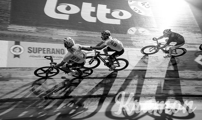 Iljo Keisse (BEL/Etixx-QuickStep) handslings teammate Elia Viviani (ITA/SKY) into battle<br /> <br /> 2016 Gent 6<br /> day 2