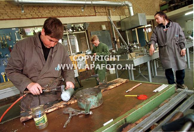 Arnhem,17-05-99  Foto:Koos Groenewold <br />Diverse foto`s op het Mozaikcollege in Arnhem.<br />Op deze foto is de opleiding installatietecniek te zien.