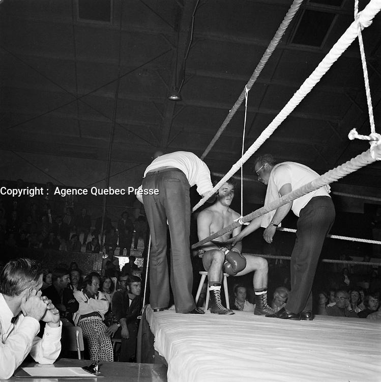 le boxeur Fernand Marcotte, le 24 Mai 1972 a Sept-Iles<br /> <br /> PHOTO : Agence Quebec Presse