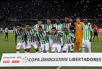 MEDELLÍN -COLOMBIA-23-04-2014. Jugadores de Atlético Nacional de Colombia posan para una foto de grupo previo al partido de ida con Atlético Mineiro de Brasil por los octavos de final de la Copa Libertadores de América 2014 jugado en el estadio Atanasio Girardot de Medellín, Colombia./ Players of Atletico Nacional of Colombia pose to a photo group prior the first leg match against Atletico Mineiro of Brazil for the knockout stages of the Copa Libertadores championship 2014 played at Atanasio Girardot stadium in Medellin, Colombia. Photo: VizzorImage/ Luis Ríos /STR