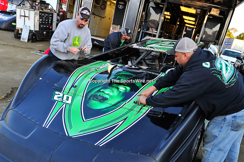 Feb 11, 2011; 5:13:02 PM; Gibsonton, FL., USA; The Lucas Oil Dirt Late Model Racing Series running The 35th annual Dart WinterNationals at East Bay Raceway Park.  Mandatory Credit: (thesportswire.net)