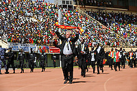 BURKINA FASO, soccer fans during reception of the national football team of Burkina Faso as 2nd placed winner of the Africa Cup 2013 in Stadium in Ouagadougou, coach Paul Put /.BURKINA FASO Ouagadougou, begeisterte fans empfangen die burkinische Fussball Nationalmannschaft als zweitplazierten des Afrika Cup 2013 im Stadium, Trainer Paul Put