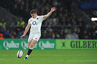 Owen Farrell (cc) of England takes a drop kick during the Quilter International match between England and New Zealand at Twickenham Stadium on Saturday 10th November 2018 (Photo by Rob Munro/Stewart Communications)