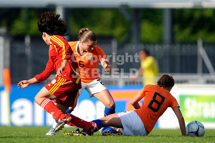 emmen voetbal nederland - china vrouwen seizoen 2007-2008  07-05-2008 sherida spitse en karin legemate.fotograaf Jan Kanning
