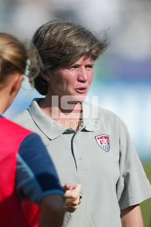 USWNT head coach April Heinrichs talks with her team prior to their 5-1 victory over Russia on September 29, at Mitchel Athletic Complex, Uniondale, NY.