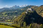 Oesterreich, Salzburger Land, Pongau, Werfen im Salzachtal: Festung Hohenwerfen vor dem Hochkoenig (2.941 m) | Austria, Salzburger Land, Pongau, Werfen at Salzach Valley: Hohenwerfen Castle and Hochkoenig mountains