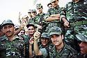Irak 2002 Entrainement militaire à Diana, les jeunes recrues  Iraq 2002 Military training in Diana, the young recruits