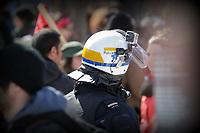 Photo d'archive de la police au Quebec - casque avec camera video lors d'une manifestation anti austerite, 3 Avril 2014<br /> <br /> <br /> PHOTO :  AGENCE QUEBEC PRESSE
