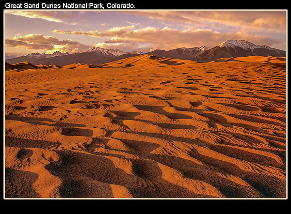 You can effectively photograph the dunes in morning and afternoon. Sunset with the Sangre de Cristo Mountains.<br />
