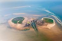 Scharhörn und Nigehörn: EUROPA, DEUTSCHLAND, HAMBURG,  (EUROPE, GERMANY), 16.06.2010:  Die Insel Nigehoern (links) liegt gemeinsam mit Scharhoern auf einer Sandbank etwa 15 km nordwestlich vom Festland bei Cuxhaven(Oben) und 4 km von der Insel Neuwerk (Mitte) entfernt in der Zone des Nationalparks Hamburgisches Wattenmeer. Die deutsche Insel gehoert zur Freien und Hansestadt Hamburg und ist unbewohnt.<br /> Nigehoern ist eine kuenstlich geschaffene Insel. Sie wurde 1989 mit insgesamt 1,2 Mio. Kubikmetern Sand aufgeschuettet, um den kontinuierlichen Landverlust auf der Nachbarinsel Scharhoern und die damit verlorengegangene Brutflaeche fuer Seevoegel auszugleichen. Die durch das Naturschutzgroßprojekt aufgeschuettete Landflaeche hatte eine Groesse von ca. 30 ha. Seitdem ist die Insel auf natuerliche Weise weiter ins Watt hinein gewachsen, da Pionierpflanzen den heranfliegenden Sand festhalten. Hierdurch waechst die Insel in oestliche Richtung und hat mittlerweile eine Fläche von etwa 50 ha. <br /> Aufwind-Luftbilder- Stichworte: Europa, Deutschland, Hamburg, Niegehoern, Scharhoern, Luft, Luftansicht, luftbild, Luftbilder, Luftansichten, Luftperspektive, Vogelperspektive, Uebersicht, Ueberblick, Europa, Deutschland, Elbe, Hamburg, Insel,  Inseln, Kueste,