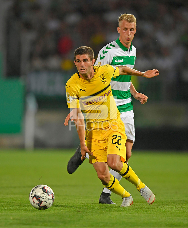 20.08.2018, Football DFB Pokal 2018/2019, 1. round, SpVgg Greuther Fuerth - Borussia Dortmund, Sportpark Ronhof in Fuerth. Christian Pulisisc (li, Dortmund)  -  Lukas Gugganig (Greuther Fuerth) <br /><br /><br />***DFB rules prohibit use in MMS Services via handheld devices until two hours after a match and any usage on internet or online media simulating video foodaye during the match.*** *** Local Caption *** © pixathlon<br /> <br /> Contact: +49-40-22 63 02 60 , info@pixathlon.de