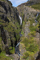 Glymur, Wasserfall auf Island, 196 Meter Höhe, Wasserfall des Flusses, Baches Botnsá im Westen Islands, Schlucht, waterfall in the west of Iceland