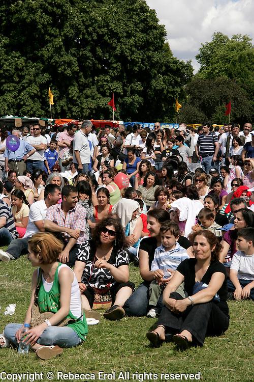 Clissold Park in Hackney, London, UK: Turkish and Kurdish people enjoy the Day-Mer Festival 2009