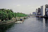 Osaka: The River Yodo. Photo '82.
