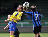 Club Brugge Dames - STVV Sint Truidense VV : Marlies Verbruggen met de kopbal.foto DAVID CATRY / Nikonpro.be