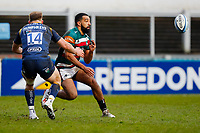 6th February 2021; Mattoli Woods Welford Road Stadium, Leicester, Midlands, England; Premiership Rugby, Leicester Tigers versus Worcester Warriors; Zack Henry of Leicester Tigers moves the ball wide