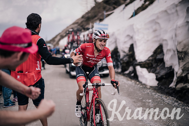 Gianluca Brambilla (ITA/Trek-Segafredo) handed a bidon and a newspaper (for teh descent) up the gravel roads of the Colle delle Finestre <br /> <br /> stage 19: Venaria Reale - Bardonecchia (184km)<br /> 101th Giro d'Italia 2018