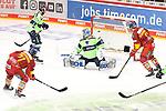 Eishockey DEL 37. Spieltag: Düsseldorfer EG vs <br /> ERC Ingolstadt am 07.04.2021 im ISS Dome in Düsseldorf<br /> <br /> Schuss von Düsseldorfs Daniel Fischbuch (Nr.71) aufs Tor von Ingolstadts Torhüter Michael Garteig (Nr.34), knapp daneben<br /> <br /> Foto © PIX-Sportfotos *** Foto ist honorarpflichtig! *** Auf Anfrage in hoeherer Qualitaet/Aufloesung. Belegexemplar erbeten. Veroeffentlichung ausschliesslich fuer journalistisch-publizistische Zwecke. For editorial use only.