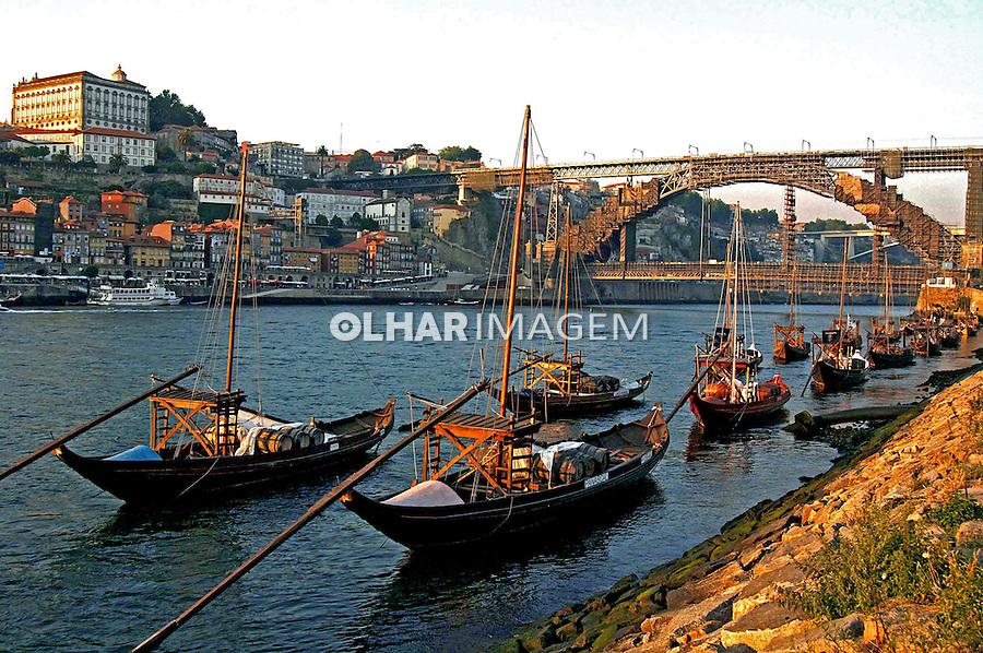 Transporte de vinho do porto no rio Douro. Portugal. 2005. Foto de Rogério Reis.
