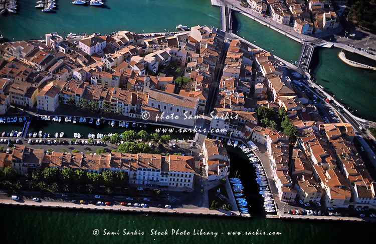 Buildings lining the old port along the waters of the Etang de Berre at Martigues, Provence, France.