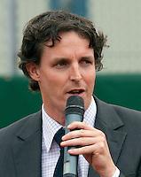 22-08-10, Tennis, Amstelveen, NTK, Nationale Tennis Kampioenschappen, KNLTB even manager Guus van Berkel spreekt een dankwoord uit