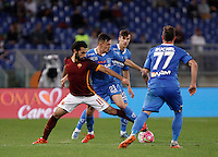 Calcio, Serie A: Roma vs Empoli. Roma, stadio Olimpico, 17 ottobre 2017.<br /> Roma's Mohamed Salah, left, is challenged by Empoli's Mario Rui, during the Italian Serie A football match between Roma and Empoli at Rome's Olympic stadium, 17 October 2015.<br /> UPDATE IMAGES PRESS/Isabella Bonotto