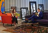 Estland hat ein russischsprachiges Fernsehprogramm. Die Sendung Твой Вечер (Dein Abend) des Fernsehsenders ETV+ wird jeden Abend ausgestrahlt. Moderatoren Anna Sapronenko-Fimaier und  Andrei Titov.