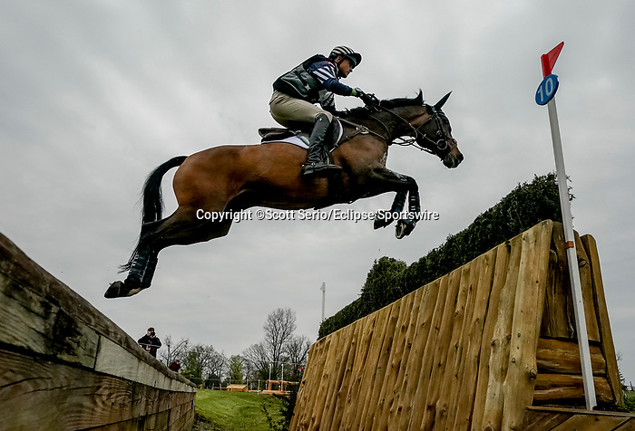 April 24, 2021: Boyd Martin competes in the Cross Country phase of the Land Rover 5* 3-Day Event aboard Long Island T at the Kentucky Horse Park in Lexington, Kentucky. Scott Serio/Eclipse Sportswire/CSM