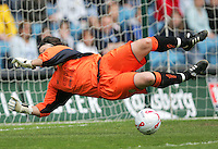 Arsenal vs Leeds United - Womens FA Cup Final at Millwall Football Club - 01/05/06 - Leeds 'keeper Gemma Fay makes a diving stop in the first-half - (Gavin Ellis 2006)