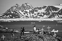 Quernertivartivit. La expedición de Greenpeace en el Artico evidencias del cambio climatico en el fiordo Ikasartivaq y las proximidades de Tinitequilaq en , Groenlandia. Alejandro Sanz acompaña a la expedición. 17 Julio 2013. © Greenpeace/Pedro ARMESTRE