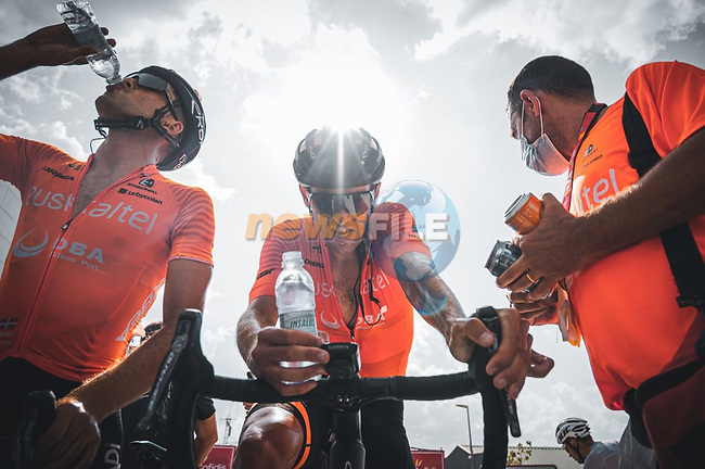 Euskaltel-Euskadi riders at the end of Stage 11 of La Vuelta d'Espana 2021, running 133.6km from Antequera to Valdepeñas de Jaén, Spain. 25th August 2021.     <br /> Picture: Cxcling | Cyclefile<br /> <br /> All photos usage must carry mandatory copyright credit (© Cyclefile | Cxcling)