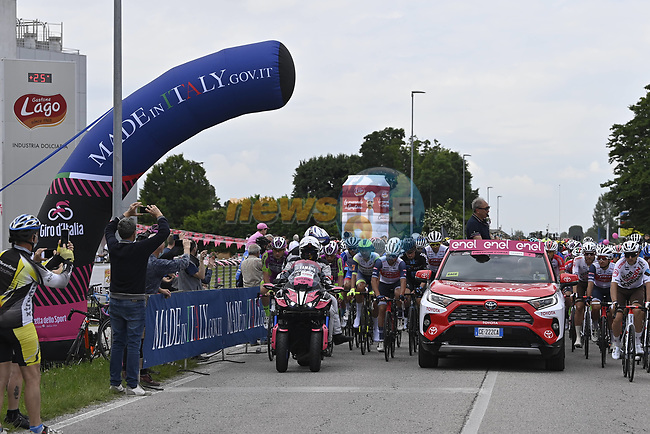 Km0 the start of Stage 14 of the 2021 Giro d'Italia, running 205km from Cittadella to Monte Zoncolan, Italy. 22nd May 2021.  <br /> Picture: LaPresse/Fabio Ferrari   Cyclefile<br /> <br /> All photos usage must carry mandatory copyright credit (© Cyclefile   LaPresse/Fabio Ferrari)