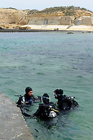 Taucher bei Qbajjar auf Gozo, Malta, Europa