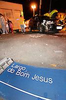 MOGI DAS CRUZES ,SP,SEXTA FEIRA 02 DE DEZEMBRO DE 2011 - ACIDENTE TRANSITO - Na noite desta sexta(02) dois carros colidiram entre as ruas Barão de Jaceguai e Doutor Correa no centro de Mogi das Cruzes na grande SP,o Fielder Toyota vinha pela Barão quando colidiu com o Palio que passou no sinal vermelho da rua Doutor Correa,o caso vai ser registrado no 1º DP,nao houve feridos. FOTO: WARLEY LEITE/NEWS FREE