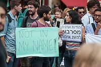 """Israelis demonstrieren in Berlin  gegen Gaza-Krieg.<br /> Mehrere hundert Menschen folgtem einem Aufruf von Israelis und Juden die in Berlin leben zu einer Demonstration gegen den Krieg Israels gegen im Gaza-Streifen. An der Demonstration nahmen auch Menschen aus arabischen Laendern und Deutschland teil. Gemeinsam riefen sie Parolen gegen Israel, Antisemitismus, Antiislamismus und forderten ein sofortiges Ende des Krieges.<br /> Im Bild: Demonstranten halten Schilder """"Nicht in meinem Namen"""" (links) und mit der hebraeischen Aufschrift """"Juedinnen und Araberinnen weigern sich Feinde zu sein"""" (rechts).<br /> 30.7.2014, Berlin<br /> Copyright: Christian-Ditsch.de<br /> [Inhaltsveraendernde Manipulation des Fotos nur nach ausdruecklicher Genehmigung des Fotografen. Vereinbarungen ueber Abtretung von Persoenlichkeitsrechten/Model Release der abgebildeten Person/Personen liegen nicht vor. NO MODEL RELEASE! Don't publish without copyright Christian-Ditsch.de, Veroeffentlichung nur mit Fotografennennung, sowie gegen Honorar, MwSt. und Beleg. Konto: I N G - D i B a, IBAN DE58500105175400192269, BIC INGDDEFFXXX, Kontakt: post@christian-ditsch.de<br /> Urhebervermerk wird gemaess Paragraph 13 UHG verlangt.]"""