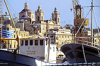 - fishing boats in Grand Harbour, on background the Vittoriosa city (the Three Cities)....- pescherecci in Grand Harbour, sullo fondo la città di Vittoriosa (le Tre Città)