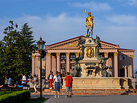 Neptunbrunnen und Theater, Batumi, Adscharien - Atschara, Georgien, Europa<br /> Neptune Fountain and theatre,  Batumi, Adjara,  Georgia, Europe